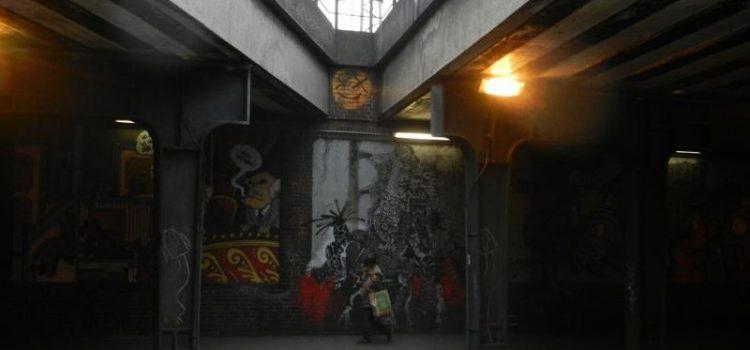 Eine etwas andere Stadtführung  –  Der ev. Religionskurs der Q2  beim Straßenleben-Stadtrundgang
